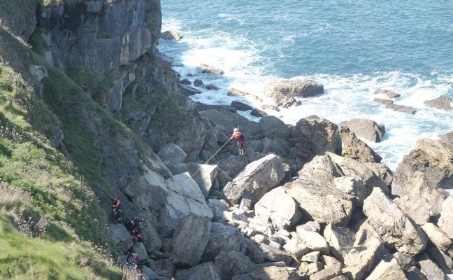 Rescatan a una joven de 21 años que se precipitó del cerro de Santa Catalina