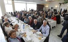 Los mayores de El Polígono celebran una comida de hermandad