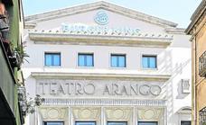 El Teatro Arango ultima su adecuación como Burger King y ya luce el logo de la marca en su fachada