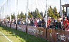 El Sporting se ejercita animado por sus aficionados en Mareo