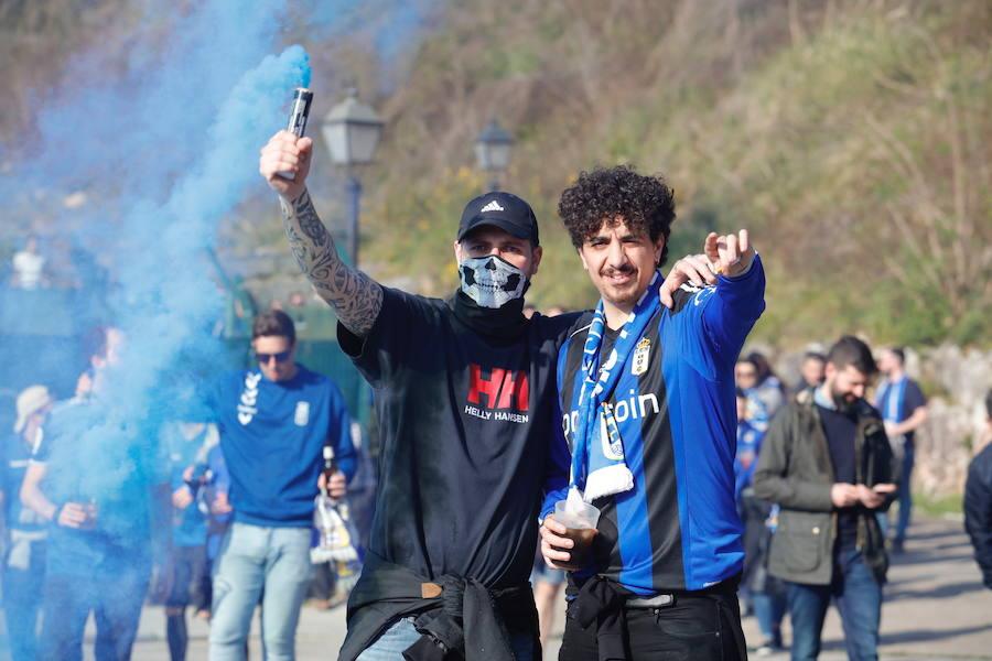 Los hinchas del Oviedo parten hacia Gijón con un amplio despliegue de seguridad