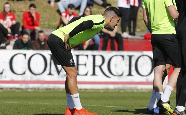 Sporting-Real Oviedo | Carmona hace saltar las alarmas en Mareo
