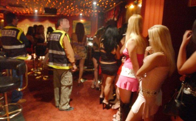 «Las prostitutas son cada vez más jóvenes y ejercen en pisos que las hacen invisibles»