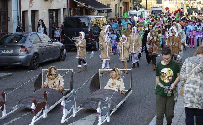 Desfile y concurso de carnaval en Trubia