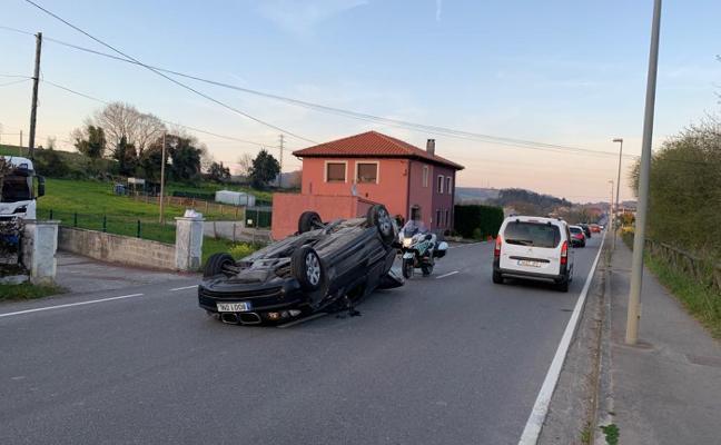 Vuelca un coche en la carretera de Turanzas