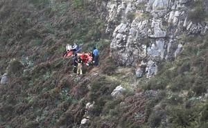 Trasladada al HUCA una mujer tras sufrir una caída en Oviedo