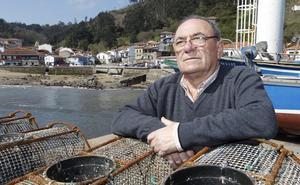 «Es muy duro ver cómo viene un barco vasco a llevarse lo que a ti no te dejaron pescar»