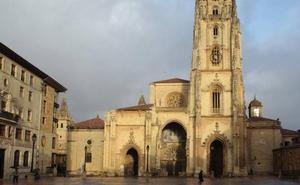 Buscan a un hombre que agredió con una botella a cuatro personas en Oviedo
