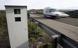 Tráfico estudia cambiar el margen de error de los radares para multar