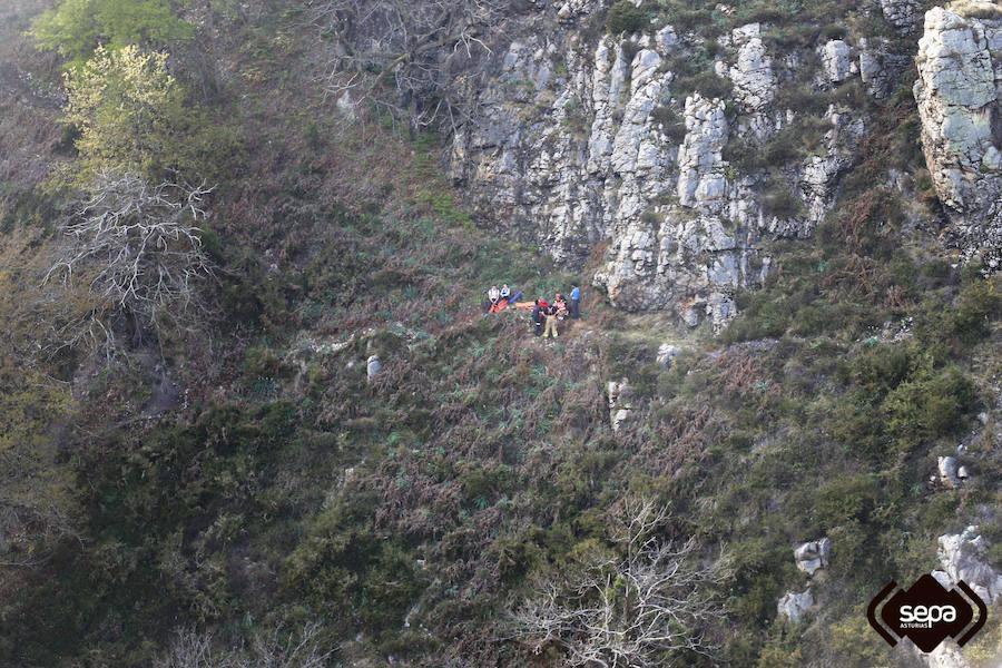 Rescatan a una mujer tras sufrir una caída en la ruta de las cascadas del Guanga