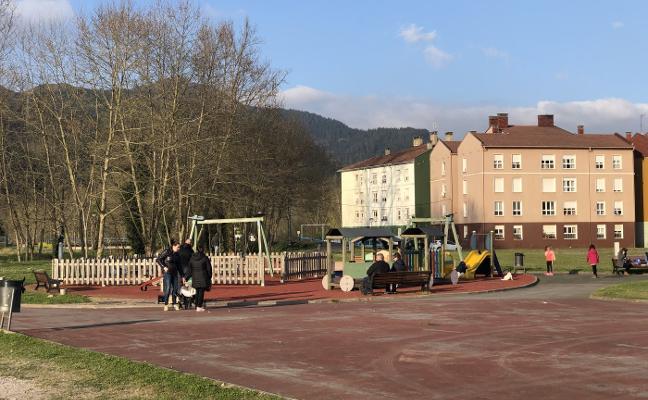 Parres comenzará las obras en parques infantiles esta semana