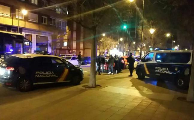 Dos detenidos por atracar a mano armada un estanco en Nuevo Gijón