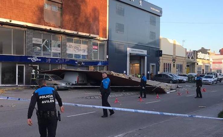 Cae una cubierta en la avenida de Lugo