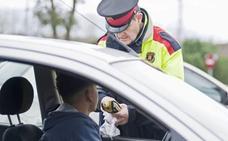 Un conductor ebrio se delata por parar ante la Policía que le mandaba seguir la marcha en Gijón