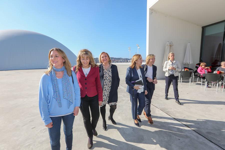 Ana Pastor participa en el encuentro 'Mujeres ante los desafíos de un nuevo tiempo' en el Niemeyer