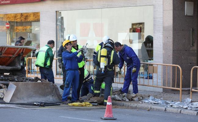 Alarma tras un escape de gas al romperse una tubería en una obra en la avenida de Cervantes