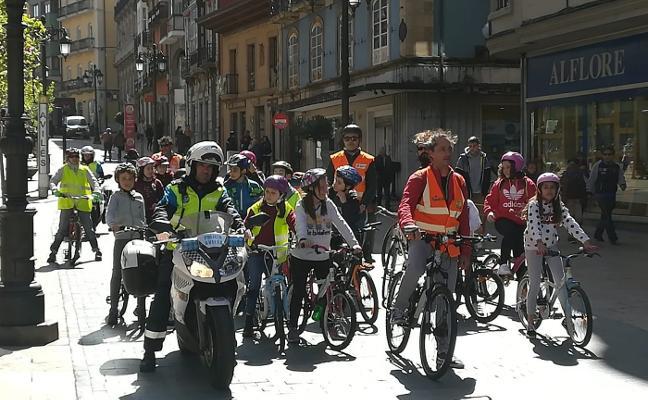 Marcha ciclista en el colegio de Sabugo