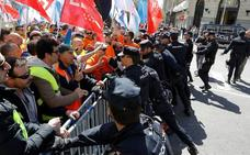 Tensión a las puertas del Congreso en la protesta de los trabajadores de Alcoa