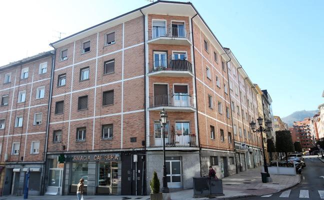 La niña que se precipitó por la ventana en Oviedo está «estable dentro de la gravedad»