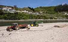 La limpieza de playas por parte de Cogersa es un 30% más cara que la privada