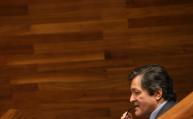 Fernández despide con críticas a Foro y Podemos una legislatura «razonable»