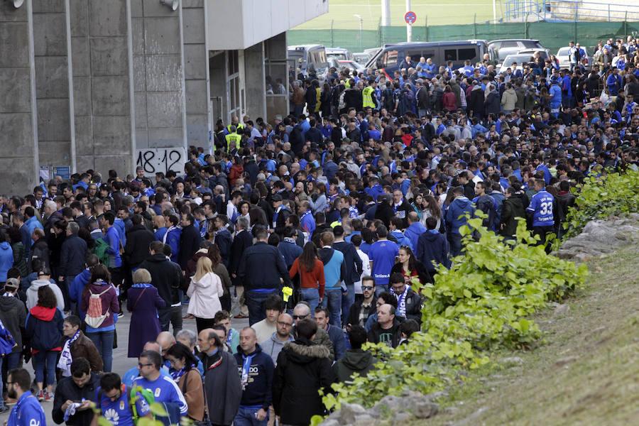 Minuto 12: las imágenes de la protesta de la afición del Real Oviedo