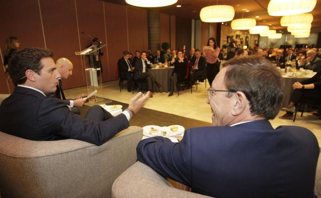 PSOE y Ciudadanos se enfrentan por el voto moderado y de centro para ganar en Asturias