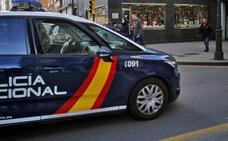 Detenido en Gijón un joven reincidente por intimidar a otro con un cuchillo para robarle el móvil