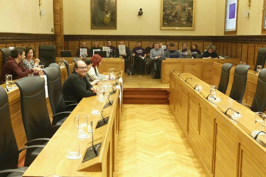 Encierro vecinal en Gijón para exigir la firma del plan de vías