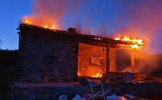 Un incendio calcina una cabaña en Riosol (León)