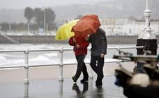El oleaje y la nieve ponen a Asturias en alerta
