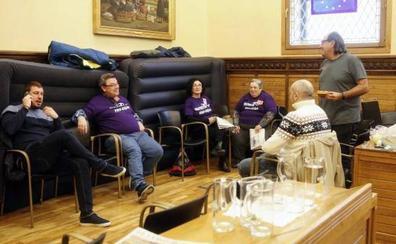 Los encerrados por el plan de vías se reunirán mañana en Oviedo con la delegada del Gobierno