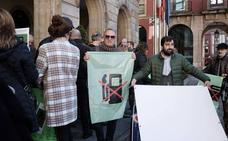 Los vecinos de Viesques inician «acciones legales» contra el Ayuntamiento por la gasolinera de Viñao