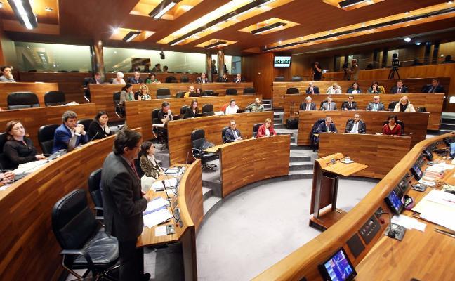 La Junta General salva los muebles de la legislatura en un esprint de última hora