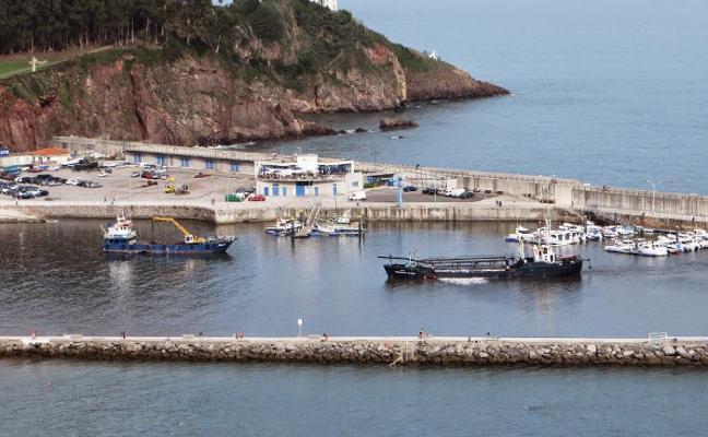 El Principado garantiza el dragado del puerto de Candás antes del verano