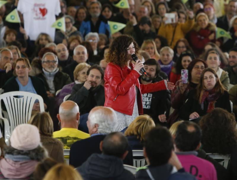 Pablo Iglesias llena el polideportivo de La Camocha