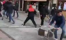 Batalla campal en pleno barrio Húmedo de León antes del derbi