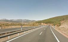 Dos heridos tras volcar con su vehículo en la autopista del Huerna