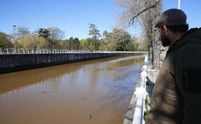 El Piles se tiñe de marrón por el arrastre de sedimentos tras los últimos aguaceros