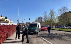 Un herido tras ser arrastrado 40 metros al ser atropellado por un vehículo en la avenida de Oviedo