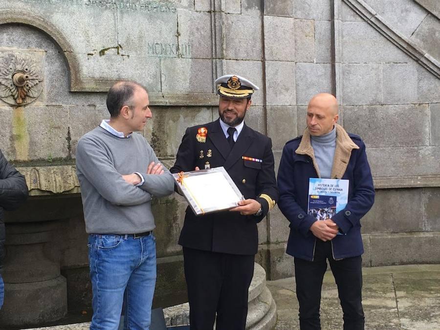 Alumnos del Foro Comunicación y Escuela visitan la Escuela Naval Militar de Marín