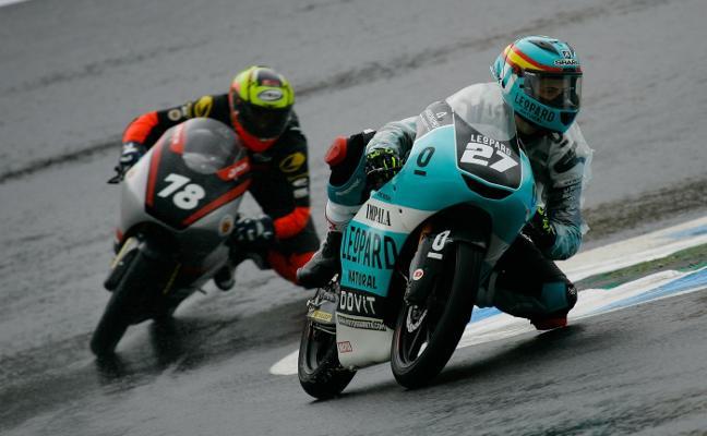 Álex Díez se estrena en el Mundial junior de Moto3 en una carrera muy exigente