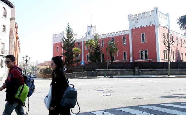 El alcalde intentará cerrar con Defensa el precio para la cesión de la fábrica de La Vega