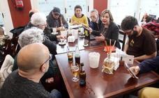 Taboada comparte 'cafetín' con los vecinos de Otero y San Lázaro