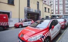 Una mujer empuja y agrede a una agente de la Policía que intentaba calmarla en Gijón