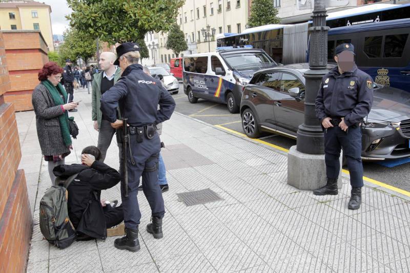 Altercado entre jóvenes tras un acto de Vox en la Universidad de Oviedo