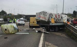Espectacular accidente en la autovía a la altura de ParqueAstur