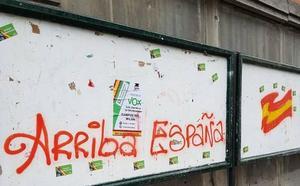 Vox llena Oviedo de carteles del acto de Santiago Abascal