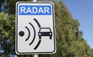 Fiscalía quiere regular las 'apps' que avisan de los controles o radares en carretera