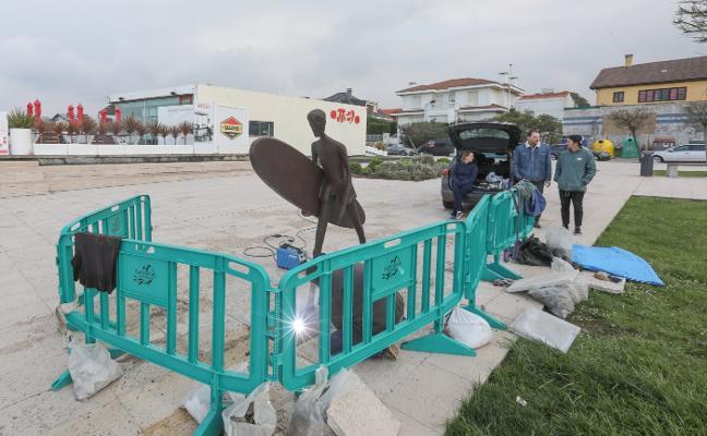 Homenaje escultórico al surf
